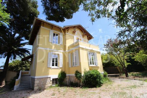 Вилла класса люкс на продажу  Кап д'Антиб, 175 м², 3 Спальни, 1290000€