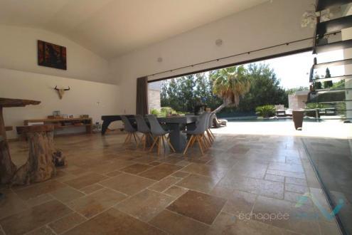 Вилла класса люкс на продажу  Коголин, 330 м², 5 Спальни, 1550000€