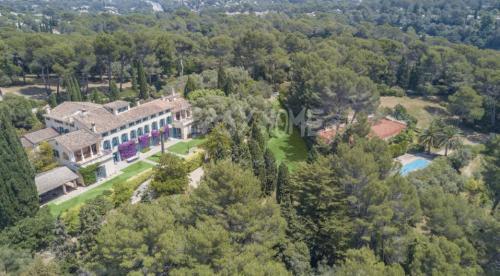 Castello/Maniero di lusso in vendita MOUGINS, 2100 m²