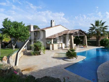 Дом класса люкс на продажу  Сен-Рафаэль, 320 м², 3 Спальни, 995000€