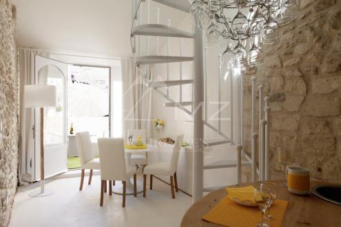 Дом класса люкс на продажу  Сен-Реми-Де-Прованс, 120 м², 2 Спальни, 595000€