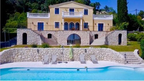 Вилла класса люкс на продажу  Ла-Коль-Сюр-Лу, 483 м², 6 Спальни, 1590000€