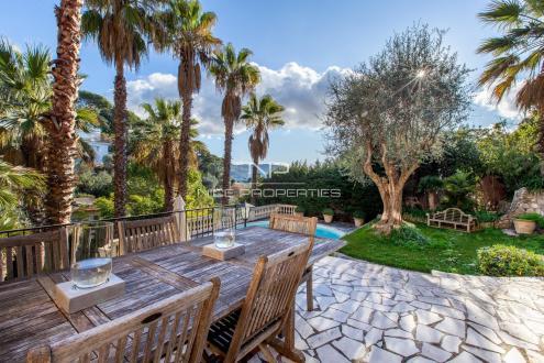 Вилла класса люкс на продажу  Ницца, 240 м², 4 Спальни, 1330000€