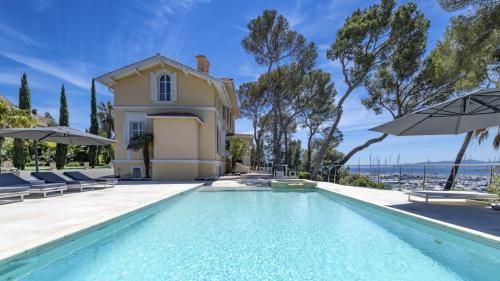 Villa de luxe à vendre SAINT RAPHAEL, 380 m², 8 Chambres, 4770000€