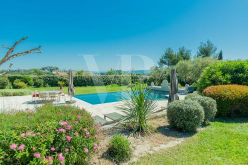 Luxury House for sale EYGALIERES, 300 m², 5 Bedrooms, € 2 236 000