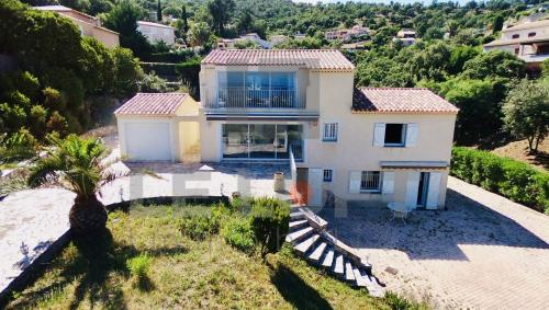 Maison de luxe à vendre SAINT AYGULF, 185 m², 4 Chambres, 779900€