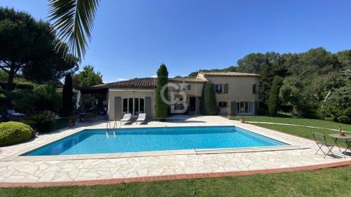 Maison de luxe à vendre MOUGINS, 220 m², 5 Chambres, 1150000€