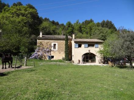 Farm de luxe à vendre OPPEDE, 180 m², 4 Chambres, 763000€
