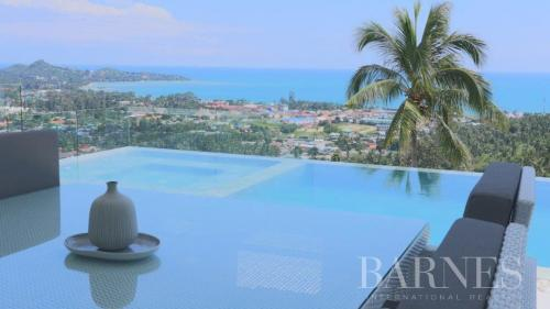 Дом класса люкс на продажу  Тайланд, 550 м², 5 Спальни, 753949€