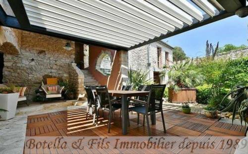 Luxe Huis te koop UZES, 450 m², 5 Slaapkamers, 839000€