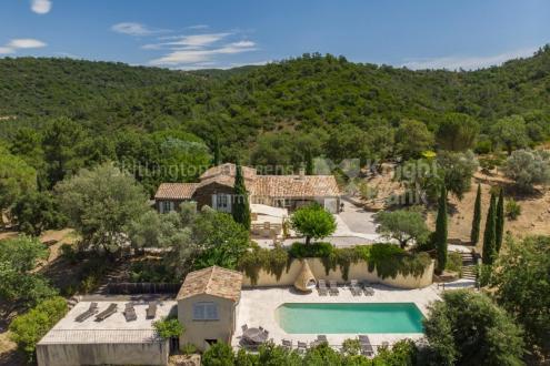 Farm de luxe à vendre LA GARDE FREINET, 225 m², 4 Chambres, 1950000€