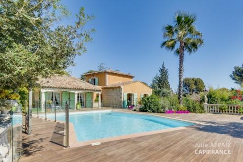 Maison de luxe à vendre SAINT RAPHAEL, 200 m², 4 Chambres, 950000€
