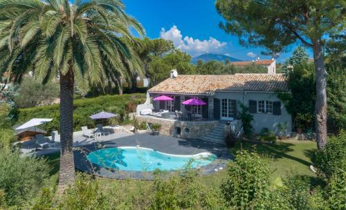 Maison de luxe à louer MOUGINS, 230 m², 3 Chambres, 4500€/mois
