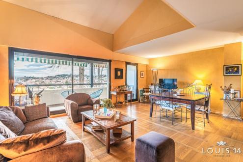 Квартира класса люкс на продажу  Сибур, 113 м², 3 Спальни, 735000€