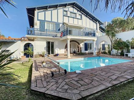 Дом класса люкс на продажу  Биарриц, 250 м², 6 Спальни, 1790000€