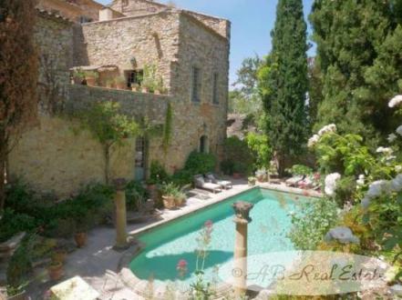 Château / Manoir de luxe à vendre UZES, 640 m², 10 Chambres, 2595000€