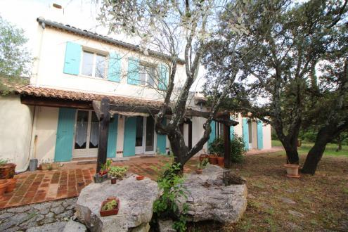 Villa de luxe à vendre NIMES, 186 m², 4 Chambres, 540000€