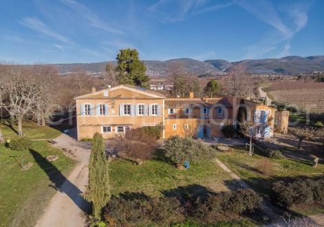Propriété de luxe à vendre APT, 817 m², 4250000€
