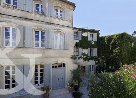 Maison de luxe à vendre FONTVIEILLE, 220 m², 6 Chambres, 795000€