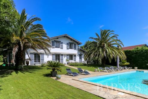 Дом класса люкс на продажу  Сибур, 160 м², 4 Спальни, 995000€