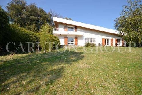 Вилла класса люкс на продажу  Ла-Коль-Сюр-Лу, 250 м², 5 Спальни, 995000€