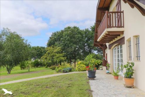 Дом класса люкс на продажу  Сутон, 296 м², 7 Спальни, 627000€