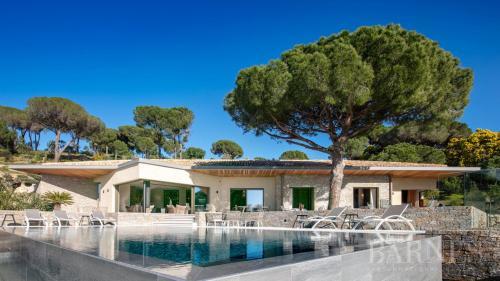 Maison de luxe à louer RAMATUELLE, 281 m², 4 Chambres,
