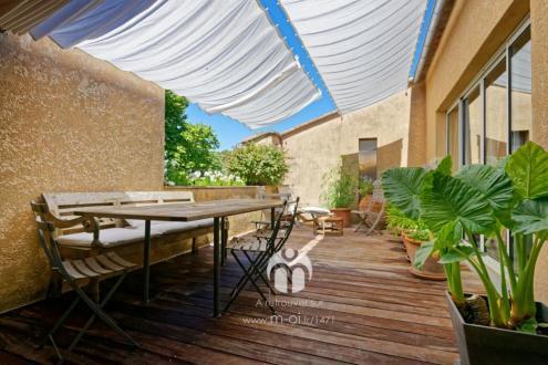 Maison de luxe à vendre ROGNES, 800 m², 8 Chambres, 1045000€