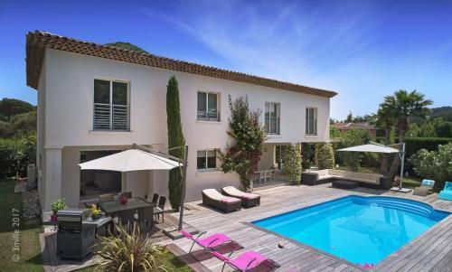 Дом класса люкс на продажу  Сен-Тропе, 280 м², 5 Спальни, 3000000€