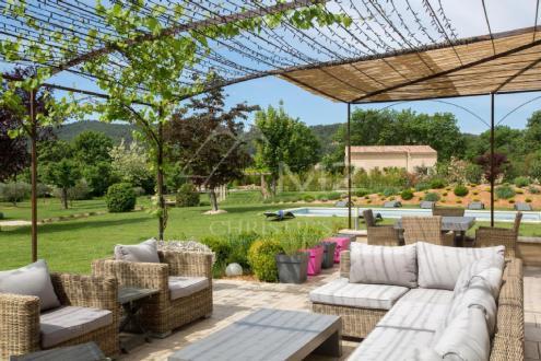 Maison de luxe à louer SAINT SATURNIN LES APT, 220 m², 6 Chambres,
