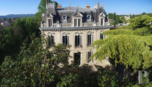 Tenuta di lusso in vendita MONTELIMAR, 900 m², 6 Camere, 1500000€