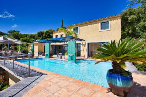 Villa de luxe à vendre SAINT AYGULF, 210 m², 3 Chambres, 995000€