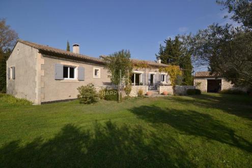 Дом класса люкс на продажу  Сен-Реми-Де-Прованс, 122 м², 3 Спальни, 795000€