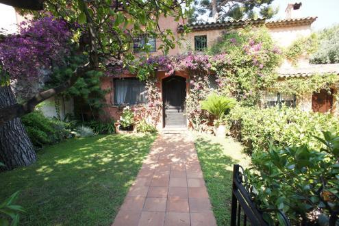 Villa de luxe à vendre ROQUEBRUNE CAP MARTIN, 3 Chambres, 1600000€