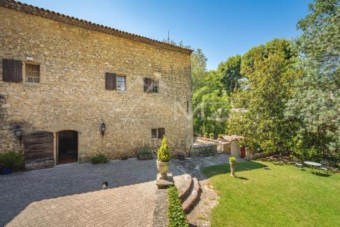 Дом класса люкс на продажу  Экс-Ан-Прованс, 300 м², 5 Спальни, 790000€
