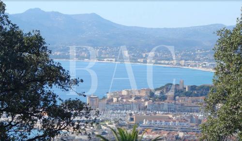 Villa de luxe à vendre CANNES, 300 m², 6 Chambres, 3185000€