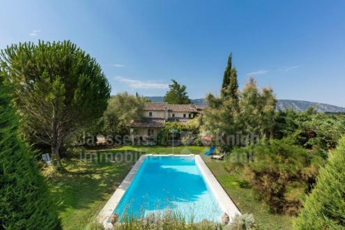 Farm de luxe à vendre OPPEDE, 280 m², 5 Chambres, 1060000€