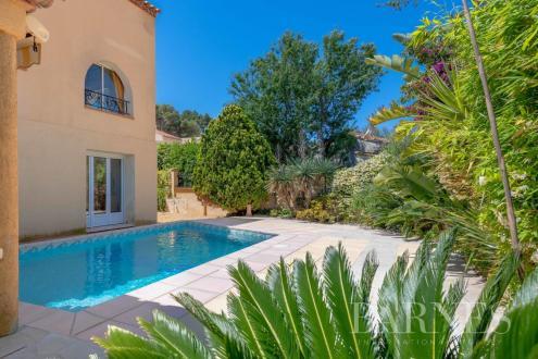 Villa de luxe à vendre SANARY SUR MER, 190 m², 6 Chambres, 1260000€