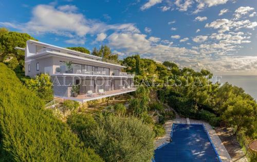 Вилла класса люкс на продажу  Рокбрюн-Кап-Мартен, 292 м², 5 Спальни, 6900000€