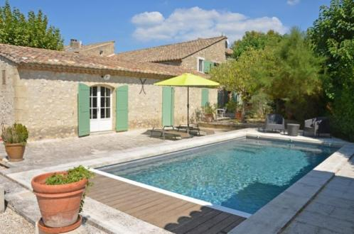 Casa di lusso in affito EYGALIERES, 3 Camere, 2976€/mese