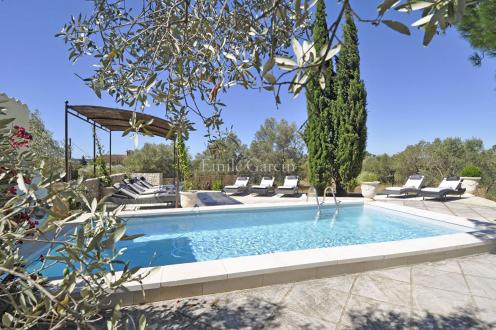 Luxury House for rent FONTVIEILLE, 250 m², 6 Bedrooms,