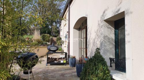 Maison de luxe à vendre CRECY LA CHAPELLE, 320 m², 4 Chambres, 1380000€