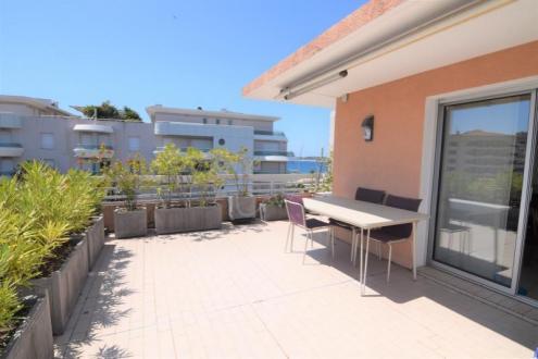 Appartamento di lusso in vendita FREJUS, 98 m², 3 Camere, 685000€