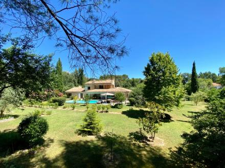 Maison de luxe à vendre AUBAGNE, 265 m², 5 Chambres, 1040000€