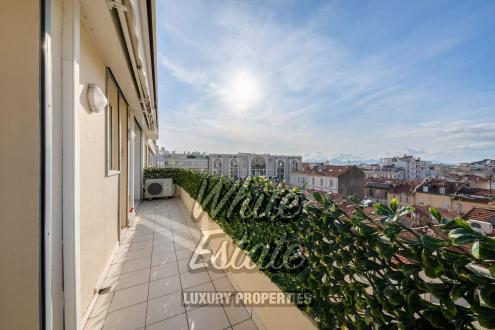 Квартира класса люкс на продажу  Канны, 62 м², 2 Спальни, 749000€