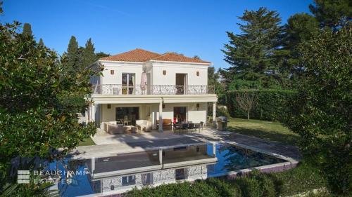 Дом класса люкс на продажу  Кап д'Антиб, 274 м², 6 Спальни, 5250000€
