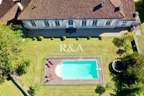Luxe Wijngaard/manege te koop BORDEAUX, 550 m²