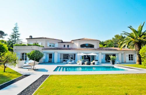 Casa di lusso in vendita MOUGINS, 400 m², 4 Camere, 3990000€