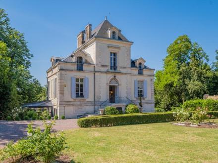 Château / Manoir de luxe à vendre NIORT, 450 m², 8 Chambres, 981750€