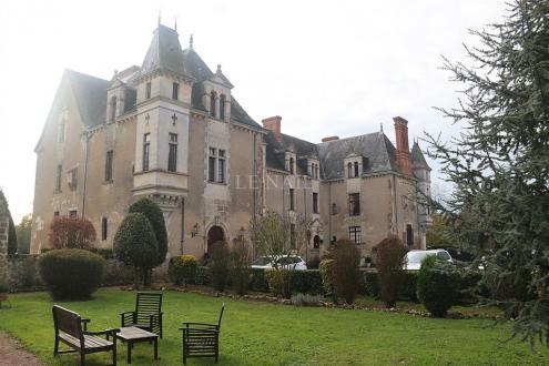 Château / Manoir de luxe à vendre LA ROCHE SUR YON, 800 m², 22 Chambres, 3350000€